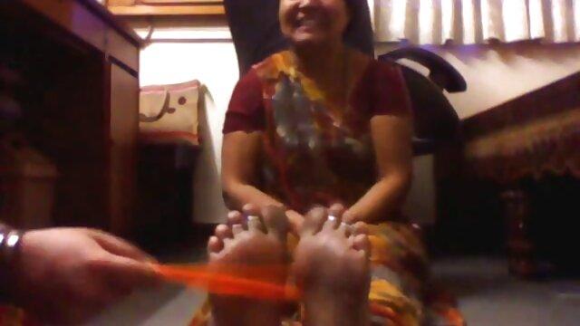 একটি মেয়ে এবং তার মায়ের সাথে একটি বাংলা x video শক্তিশালী লোক.